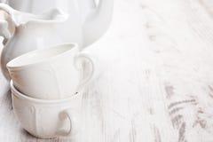 Weiße Tonware für Tee Stockfotografie