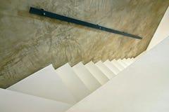 Weiße Treppen lizenzfreies stockfoto