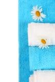 Weiße und blaue Badtücher Lizenzfreies Stockfoto