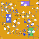 Weiße und blaue Blumen des nahtlosen Musters des Aquarells auf einem orange Hintergrund Lizenzfreie Stockfotos