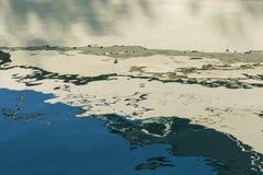 Weiße und blaue Bucht-Wasser-Zusammenfassung 1 lizenzfreies stockfoto