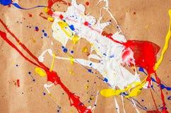 Weiße und blaue und gelbe und rote Verunstaltung auf dem Papier lizenzfreies stockbild