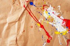 Weiße und blaue und gelbe und rote Verunstaltung auf dem Papier lizenzfreie stockbilder