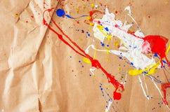 Weiße und blaue und gelbe und rote Verunstaltung auf dem Papier stockbild