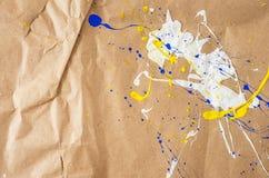 Weiße und blaue und gelbe Verunstaltung auf dem Papier stockbilder