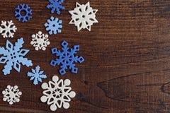 Weiße und blaue Schneeflocken Stockfotografie