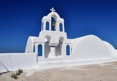Weiße und blaue traditionelle Kirche Stockfotografie