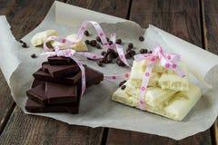 Weiße und dunkle Schokolade Stockbild