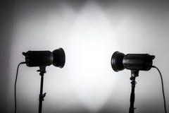 Weiße und helle Form geschaffen mit Studio-Licht-Blitzen Lizenzfreie Stockfotos