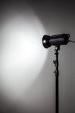Weiße und helle Form geschaffen mit Studio-Licht-Blitzen Lizenzfreies Stockfoto