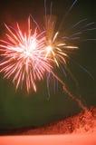 Weiße und rote Feuerwerke Lizenzfreies Stockbild