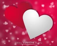 Weiße und rote Herzen auf einem roten backgroung mit zerstreuten wenig Herzen Lizenzfreies Stockbild