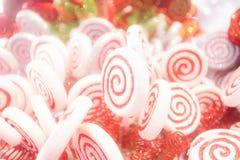 Weiße und rote Süßigkeit Stockfotos