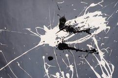 Weiße und schwarze Fleck- Verunstaltung auf dem grauen Hintergrund stockbild