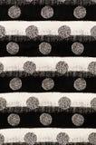Weiße und schwarze Kreise, parallele Streifen Stockbilder