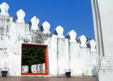 Weiße Wand in Bangkok Stockfotografie