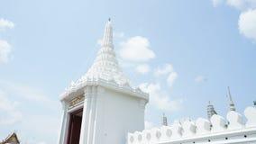 Weiße Wand im großartigen Palast stockfotografie