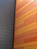 Weiße Wand mit orange Wand Lizenzfreie Stockfotos