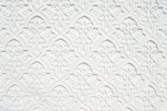 Weiße Wand mit Skulptur Lizenzfreies Stockfoto