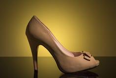 Weiße weibliche Schuhe Stockfoto