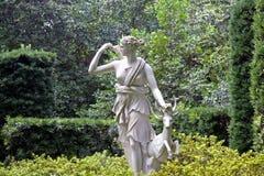 Weiße weibliche Statue Stockbild