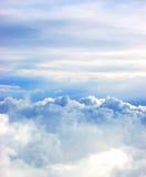 Weiße Wolken auf Hintergrund der blauen Himmel lizenzfreie stockbilder