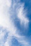 Weiße Wolken mit blauem Himmel Stockfoto