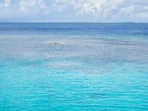 Weiße Wolken und blauer Hintergrund des freien Raumes See Lizenzfreie Stockfotografie