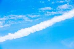 Weiße Wolken und Himmel Stockfoto
