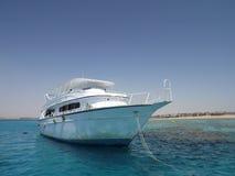 Weiße Yacht im Roten Meer Lizenzfreie Stockbilder