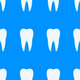 Weiße Zähne auf einem blauen Hintergrund Lizenzfreie Stockfotos