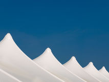 Weiße Zelte lizenzfreie stockfotos