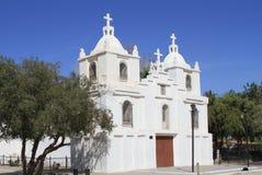 Weiße Ziegelsteinkirche Lizenzfreies Stockfoto