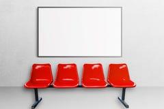 Weißer Büroinnenraum mit leerem Plakatmodell auf der Wand Lizenzfreie Stockfotos