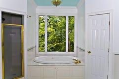 Weißer Badezimmer-Innenraum Stockbilder