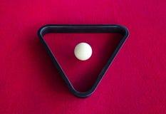 Weißer Ball des Snookers im Dreieck Stockfotos