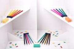 Weißer Bau mit Bleistiften Lizenzfreie Stockfotos