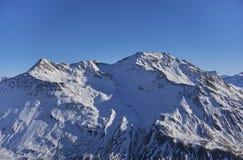 Weißer Berg mit Schnee auf der Spitze stockbilder