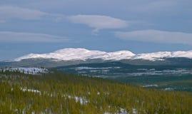 Weißer Berg mit Winterschnee Stockfotografie