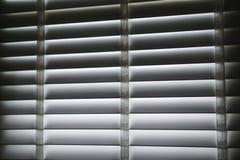 Weißer blinder Schattenvorhang und -schatten Stockbild