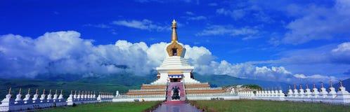 Weißer Buddha-Kontrollturm Lizenzfreies Stockfoto