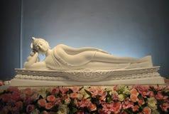 Weißer Buddhismus Schlaf-Meditation Pha-Sohn Keaw-Tempel Phetchabun Thailand stockfotografie
