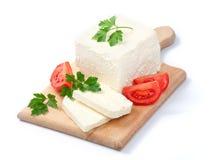 Weißer bulgarischer Käse, angeordnet mit Tomaten Lizenzfreie Stockbilder