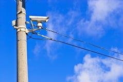 Weißer CCTV auf dem konkreten Pfosten Stockfotos