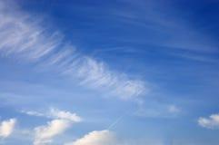 Weißer cloudsinthe Himmel Lizenzfreie Stockfotos