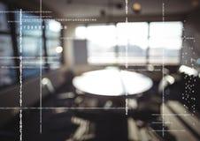 Weißer Code gegen undeutliches Büro Stockfotos