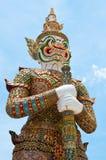 Weißer Dämon-Wächter Wat Phra Kaew des Tempels Stockfoto