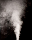 Weißer Dampf auf dem schwarzen Hintergrund Lizenzfreie Stockbilder
