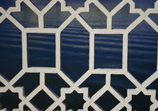 Weißer dekorativer Metalgrill Stockbild