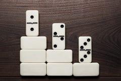Weißer Dominostückgewinn-Konzepthintergrund Stockbilder